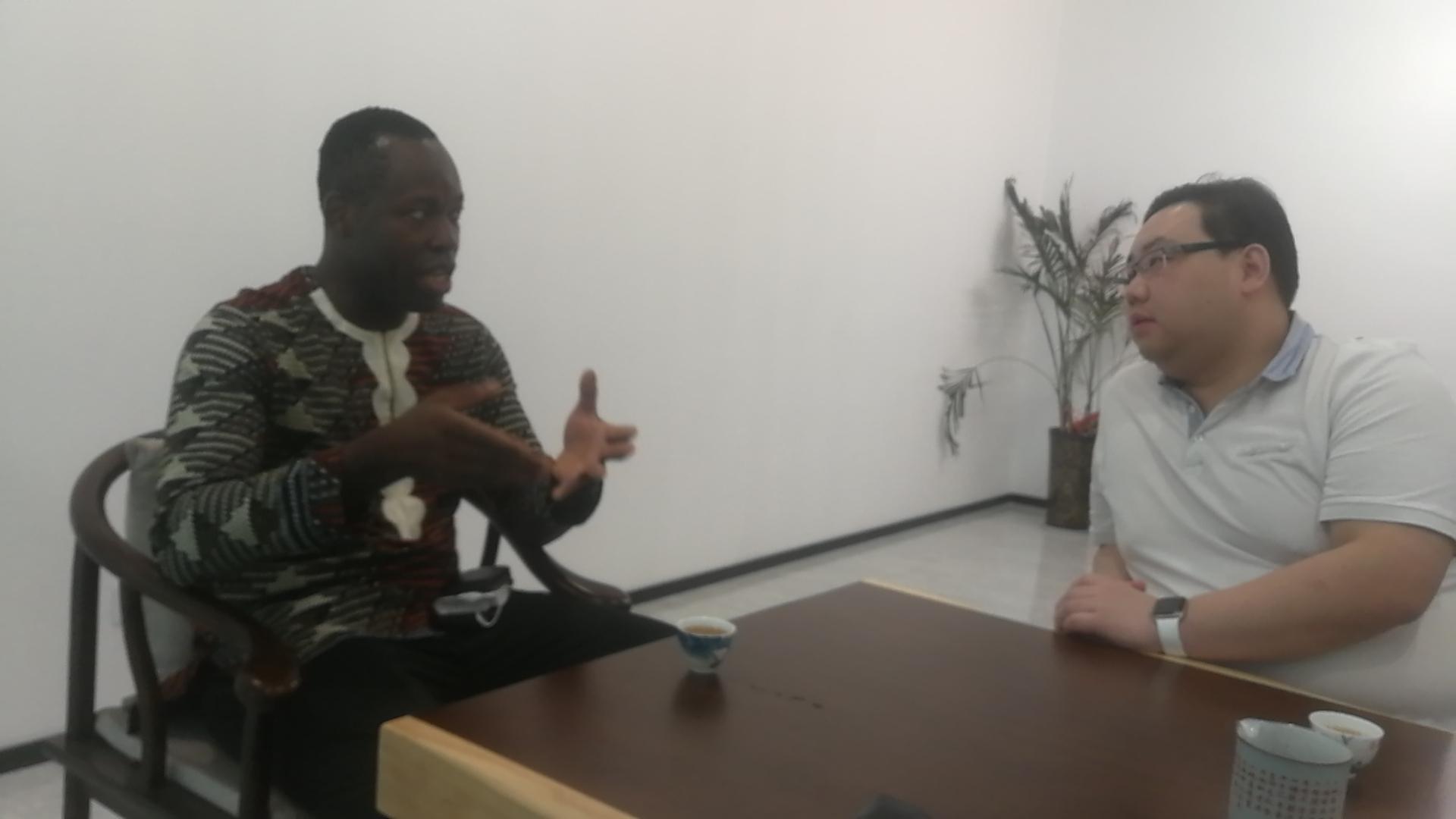 ——  I.A.Sunny先生是尼日利亚工商联驻中国商事代表,就中国汽车产线技术服务尼日利亚国家前期若干商事,与湖南同湘律师事务所何东珂律师,再次进行面对面交谈;